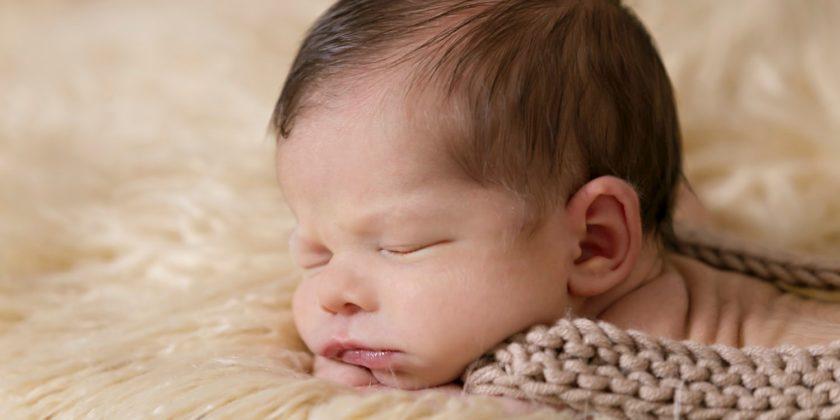 zuhause mit Neugeborenem