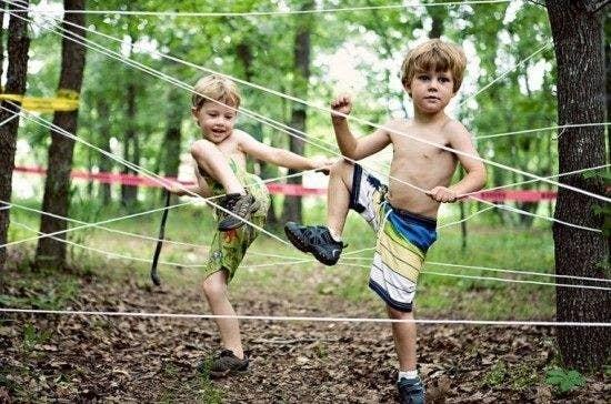 Outdoorspiele für Kinder Sommer